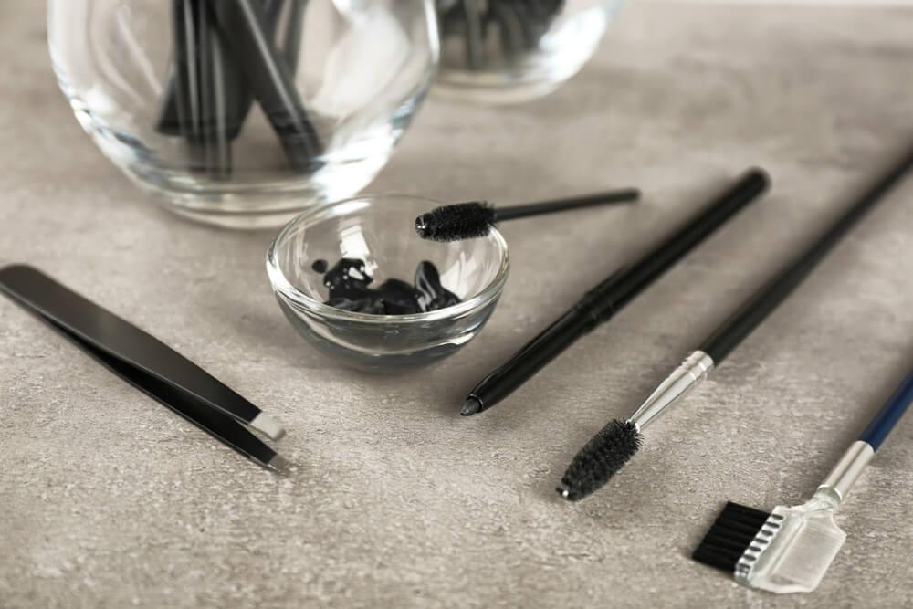 Eyebrow dyeing tools