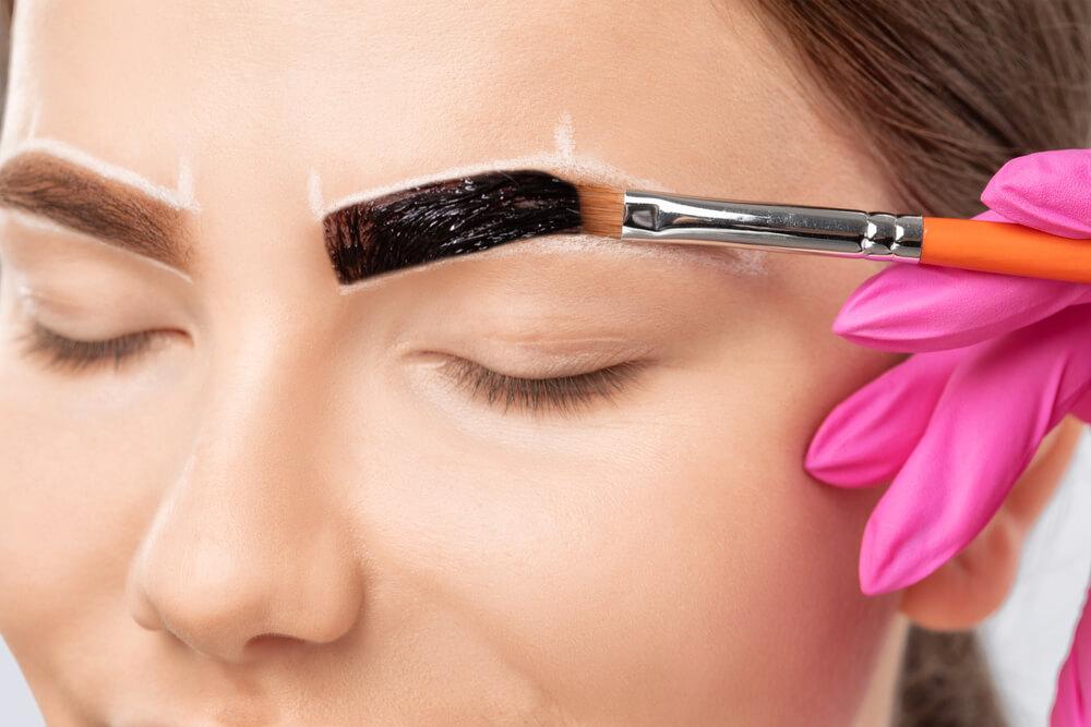 Dyeing eyebrows