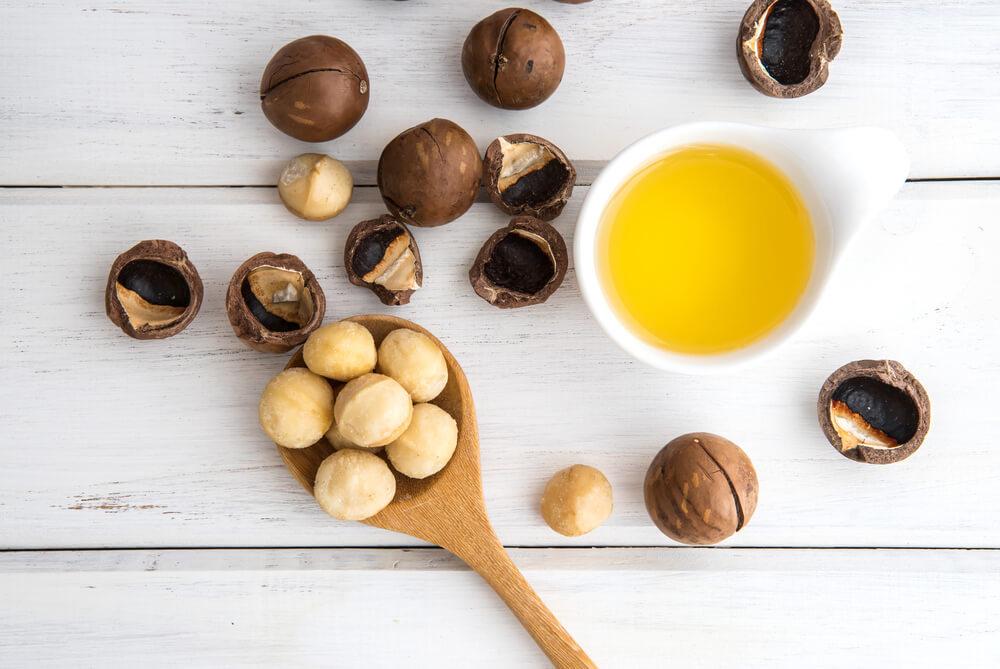 Macadamia seeds and oil